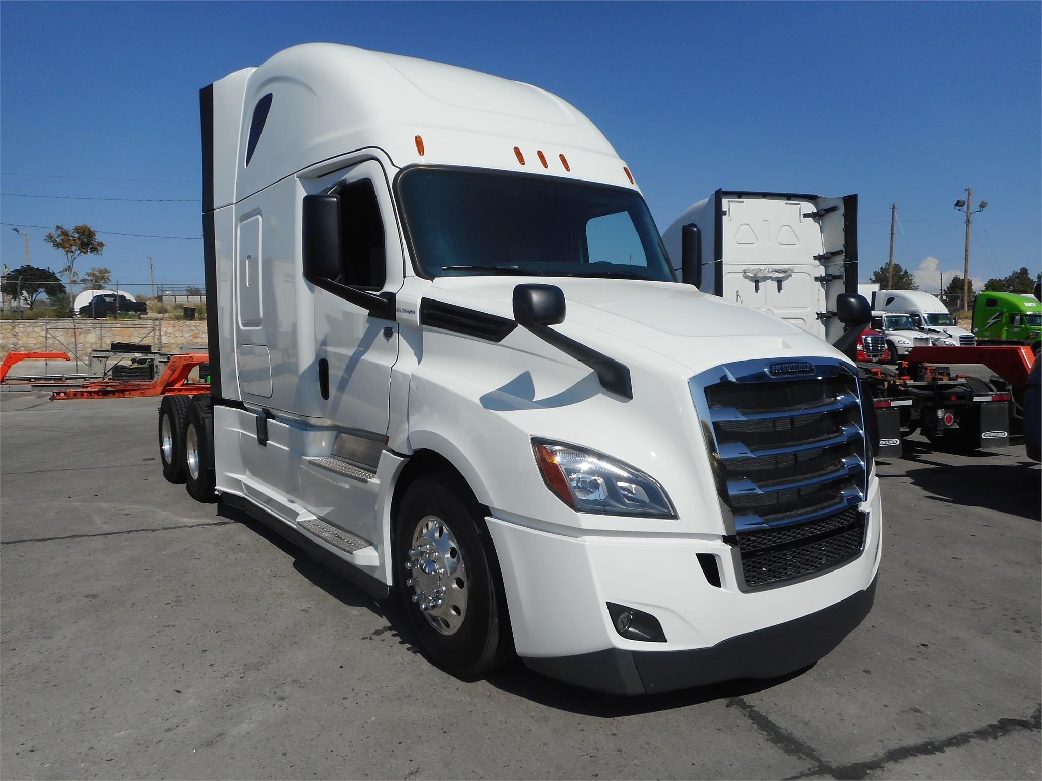 2018 Freightliner CASCADIA 126 | Doggett Industries
